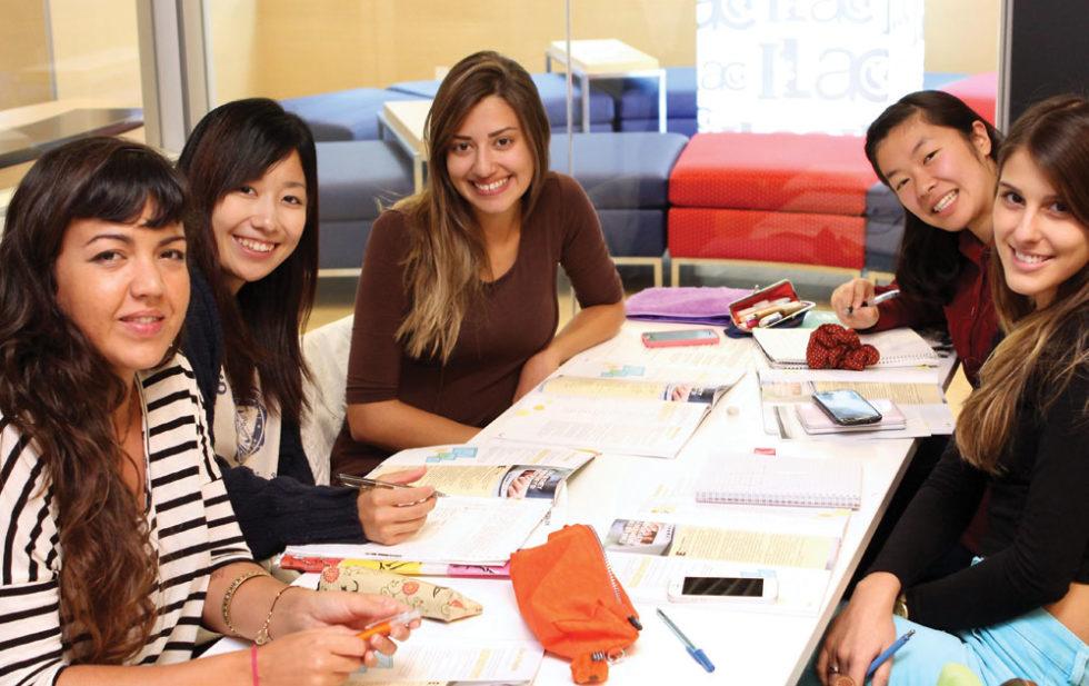 Cursos-de-ingles-en-Toronto-Midleton-School